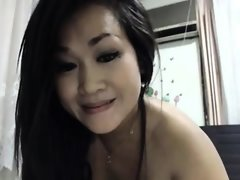 Squirting solo of booty asian mum..